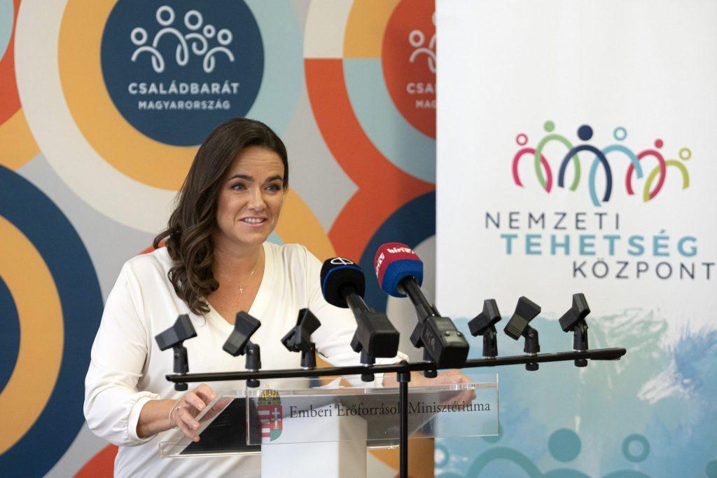 """""""Erfolgreiche Familien- und erfolgreiche Wirtschaftspolitik gehen Hand in Hand"""" – Familienministerin auf der Konferez """"Hungary at first site"""""""