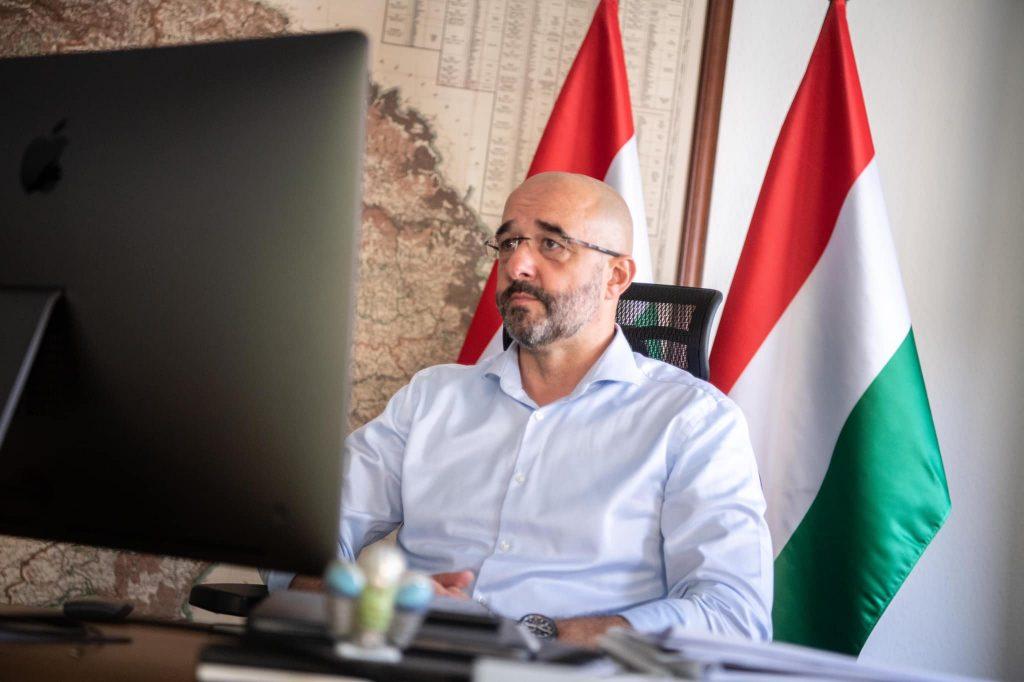 """Regierungssprecher: """"Migration ist kein Menschenrecht"""" – """"Hungary at first site"""" Journalistenkonferenz"""