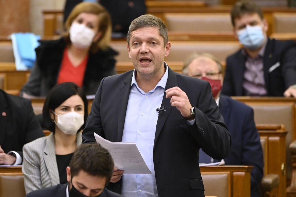 Oppositionsparteien kritisieren das Veto Ungarns gegen EU-Haushalt