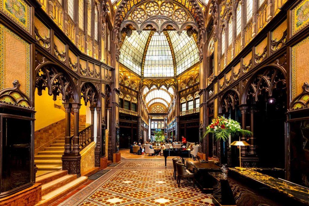 Renovierung des Pariser Hofs in Budapest mit Niveaupreis für Immobilienentwicklung ausgezeichnet