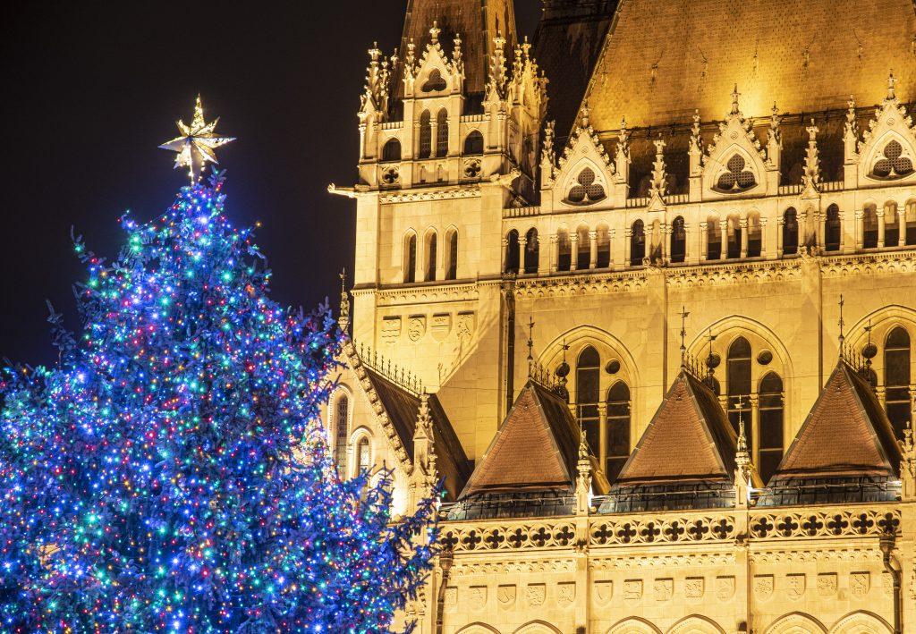 Ungarn Heute wünscht seinen Lesern und Leserinnen ein frohes, besinnliches Weihnachtsfest!
