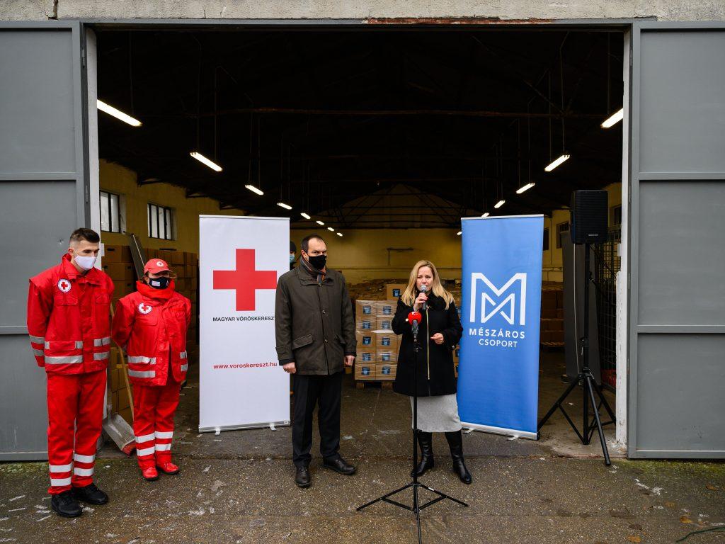 Die Mészáros-Gruppe spendet Essen für Arme