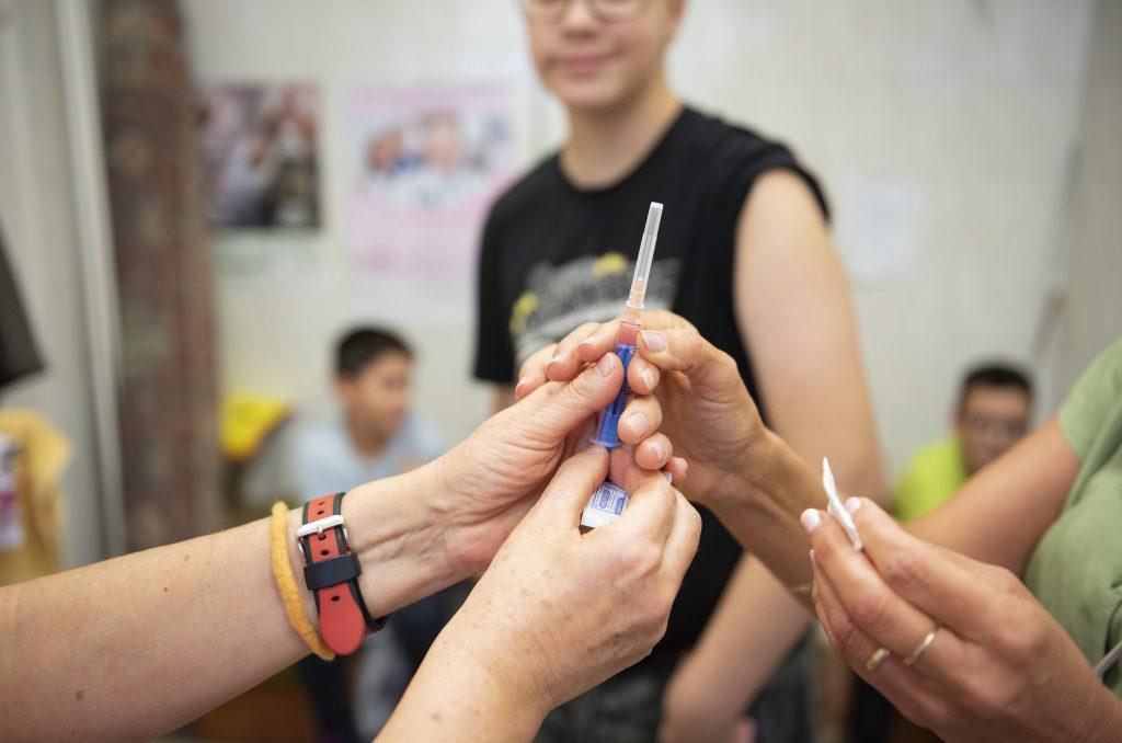 Coronavirus: Erste Impfstoffdosen Ende Dezember erwartet