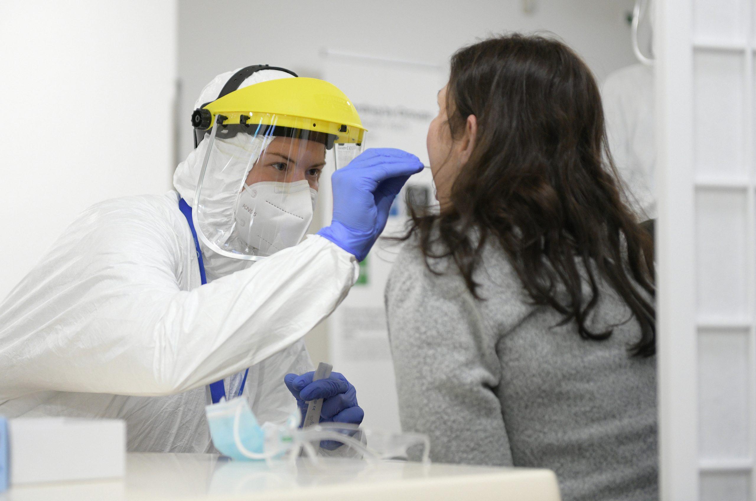 Corona am Montag: Erneut niedrige Neuinfektionen