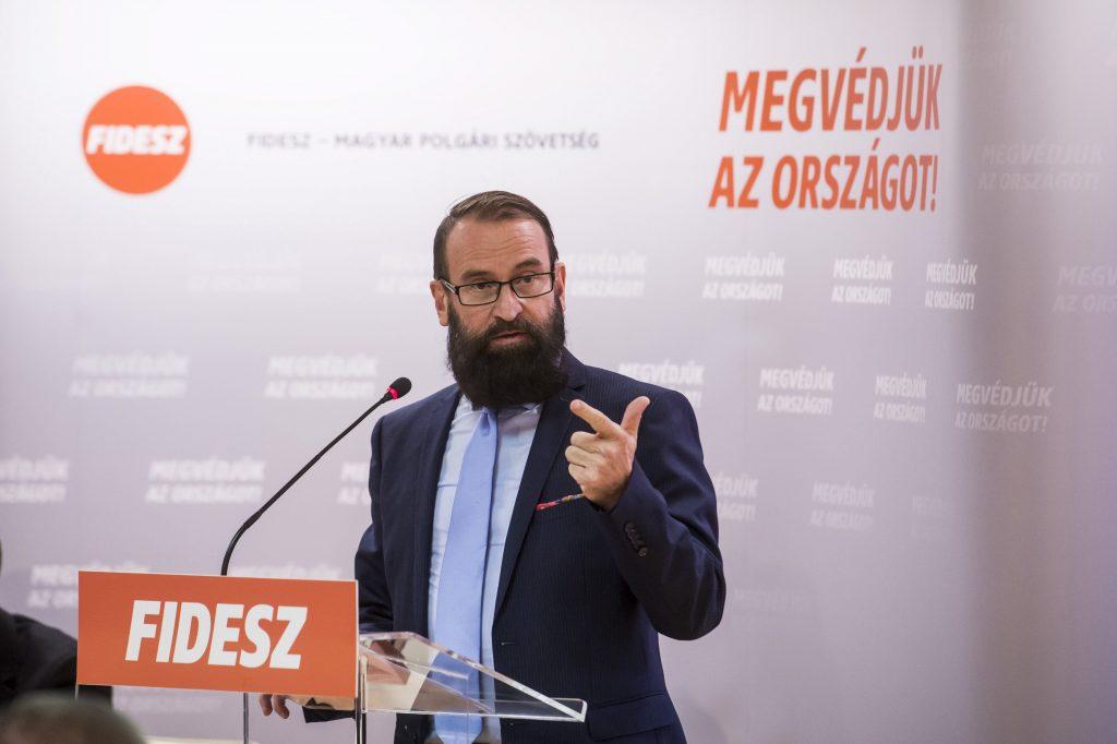 """József Szájer gibt den Titel """"Ehrenbürger der Stadt Sopron"""" zurück"""