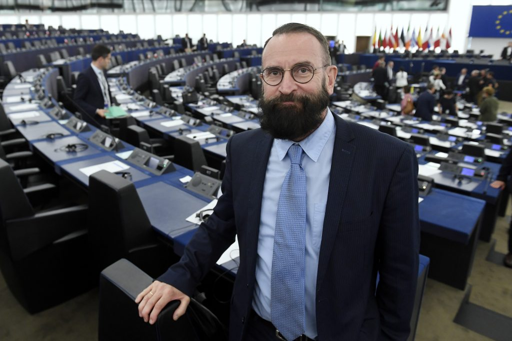 Reaktion der Oppositionsparteien auf die Szájer-Affäre