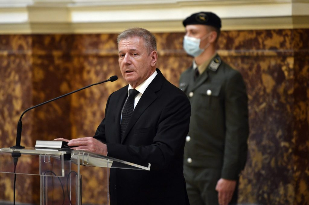 Verteidigungsminister: Armeeentwicklungsprogramm 'Reaktion auf Verteidigungsherausforderungen' post's picture