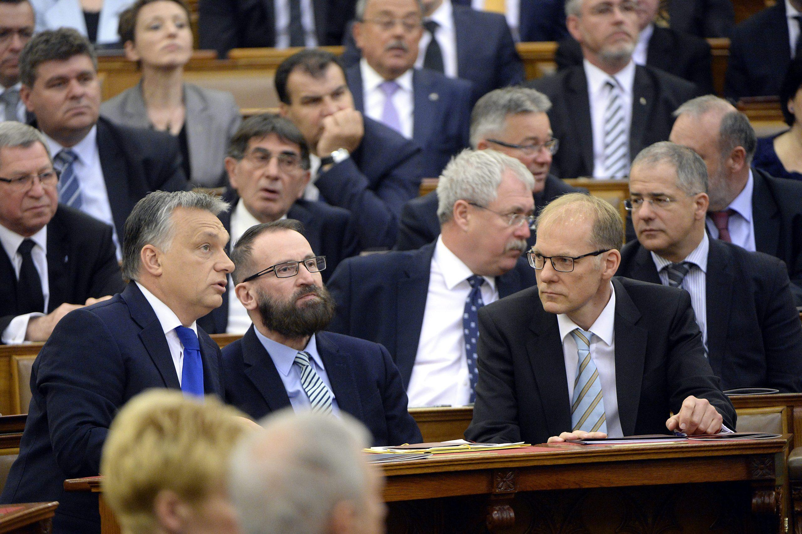 Szájer tritt aus der Partei aus, Orbán äußert sich zu Skandal