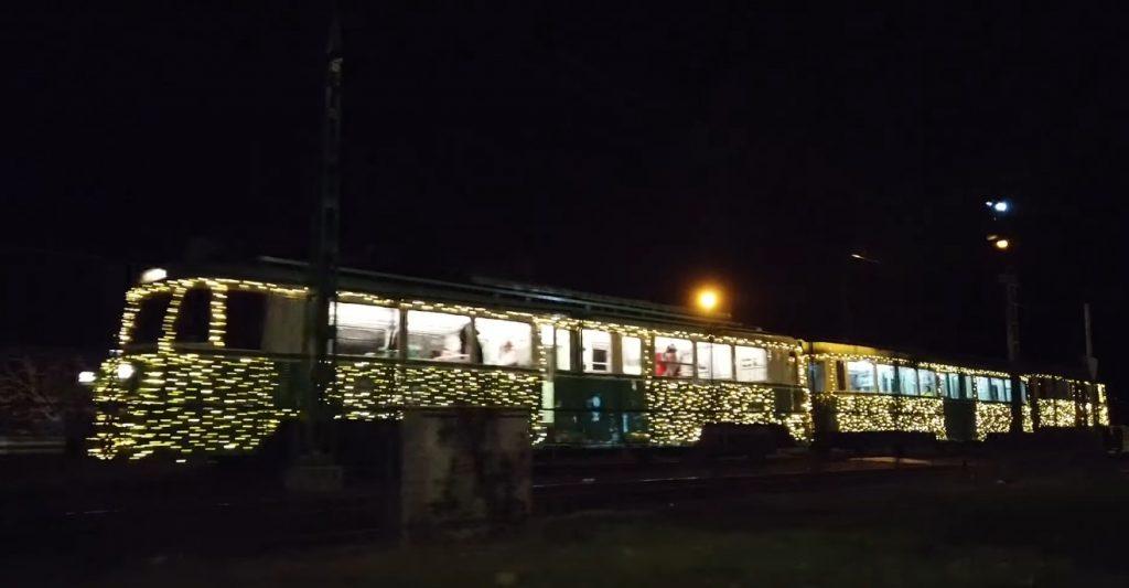 Lokalbahn Budapest-Szentendre (Sankt Andrä) wird am goldenen Sonntag mit Licht verziert