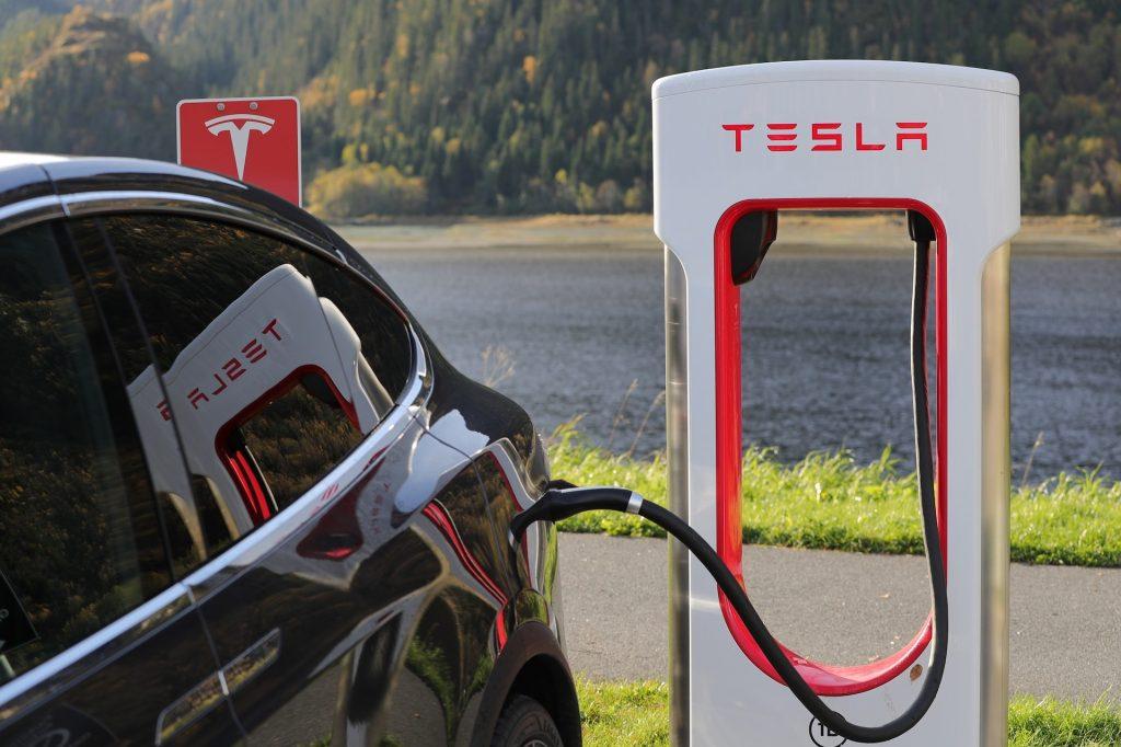Tesla kommt nach Ungarn! Rekrutierung der Mitarbeiter hat begonnen