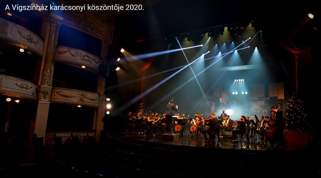 Ensemble des Budapester Lustspieltheaters singt in einem Video für Weihnachten
