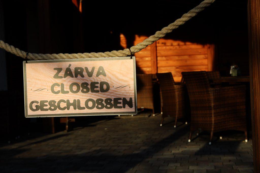 Regierungssprecher: Gastro-Branche wird wieder geöffnet wenn Massenimpfungen laufen