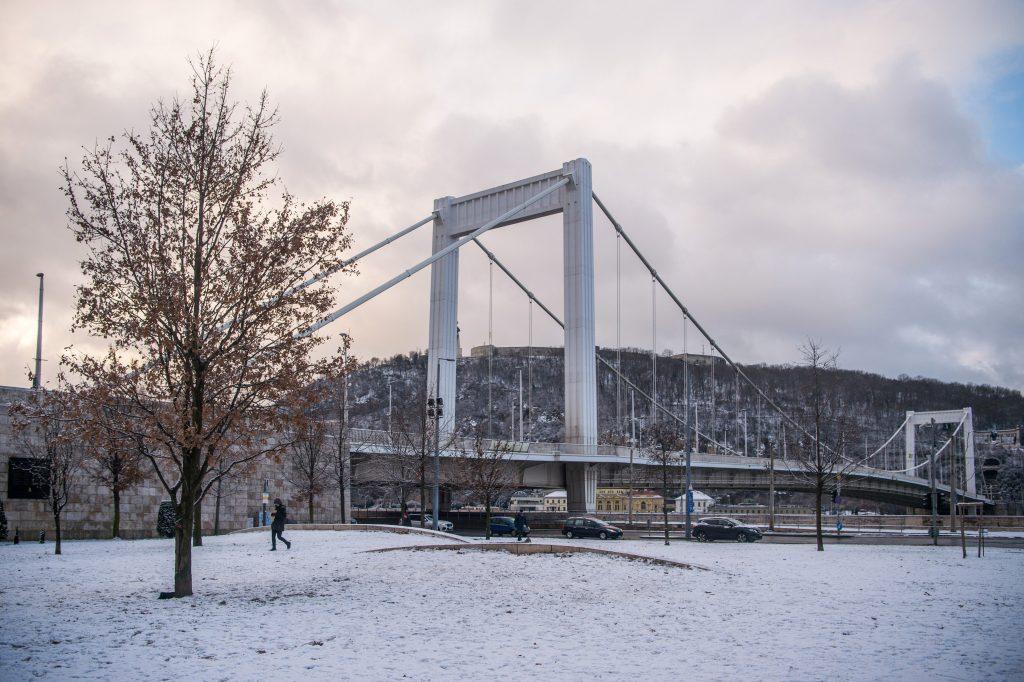 Wintereinbruch in Ungarn: Es schneit im ganzen Land