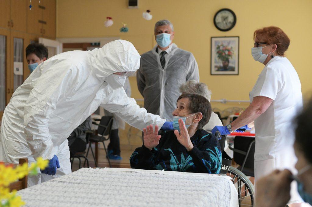 Impfungen beginnen heute in den vier größten Altenpflegeheimen