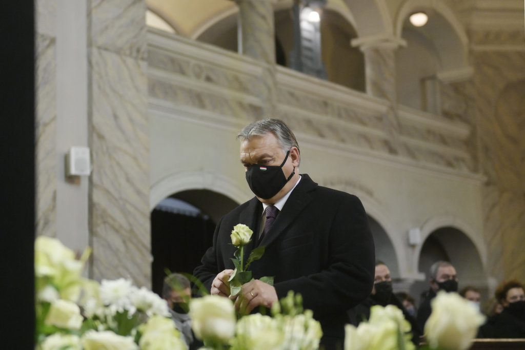 Orbán nimmt an der Beerdigung des ehemaligen Bürgermeisters teil post's picture
