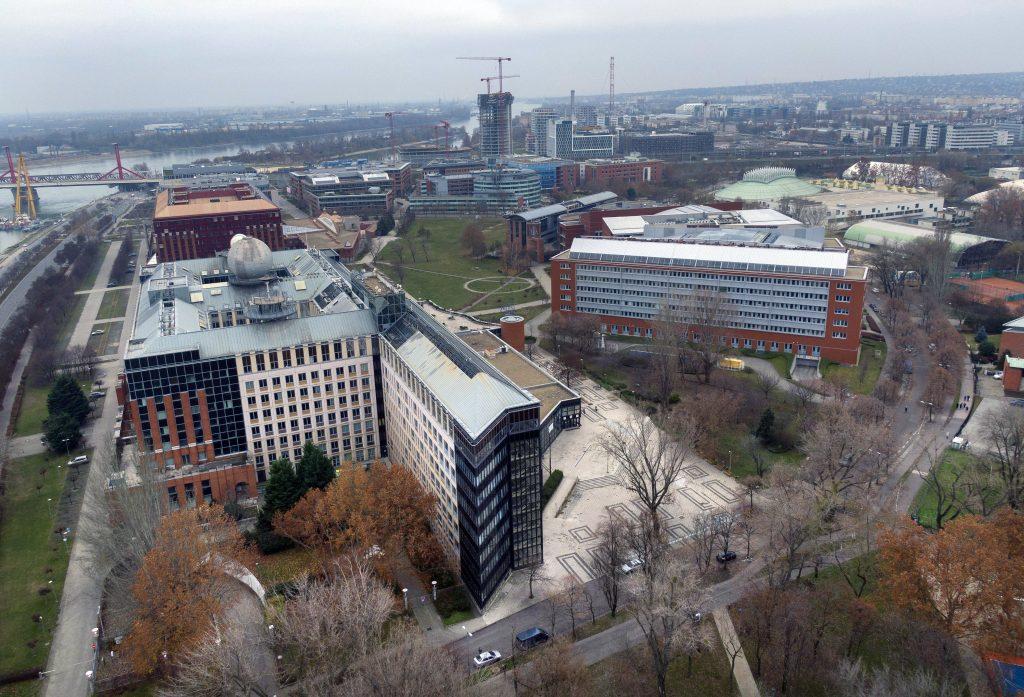 Jobbik würde die Umstrukturierung der Universitäten unter die Lupe nehmen