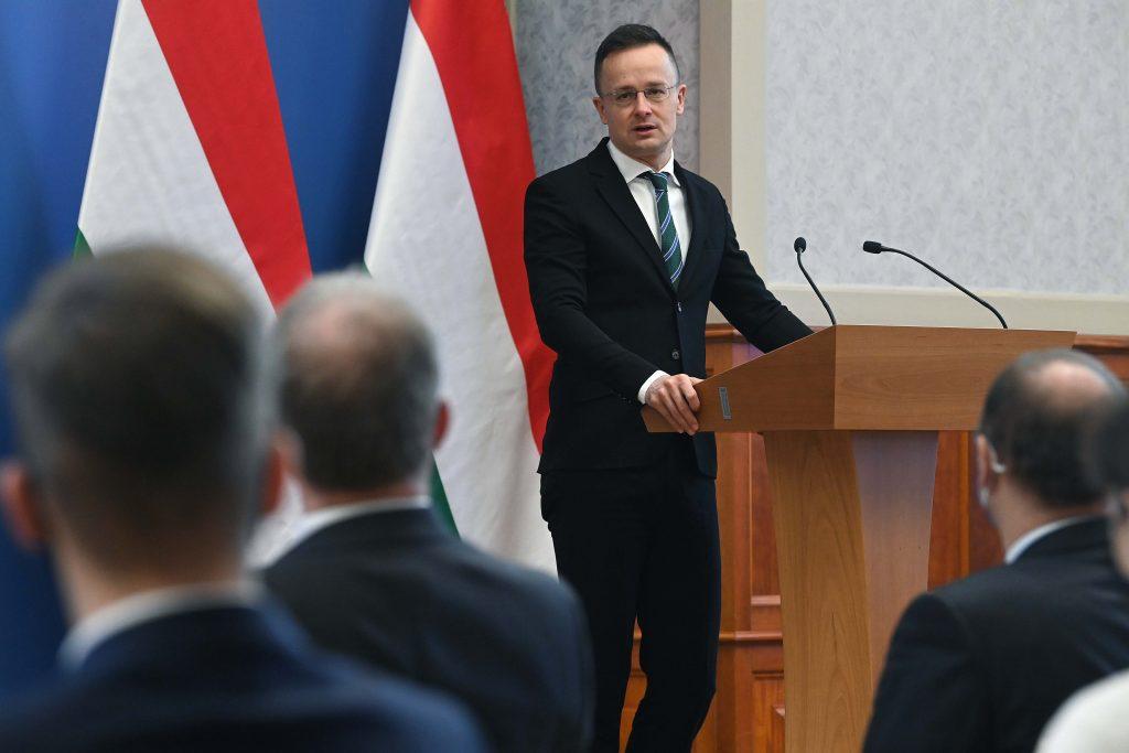 Außenminister: Thyssenkrupp richtet Entwicklungszentrum für 2.2 Mrd. Forint in Ungarn ein