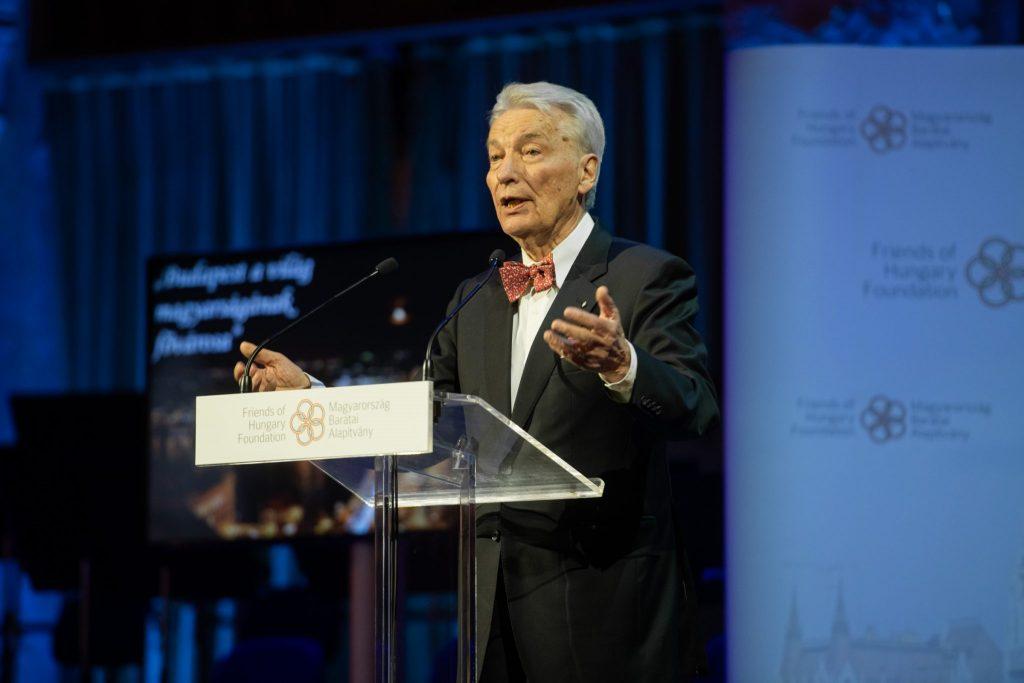 Ehemaliger Präsident der Ungarischen Akademie der Wissenschaften ermutigt alle, sich impfen zu lassen