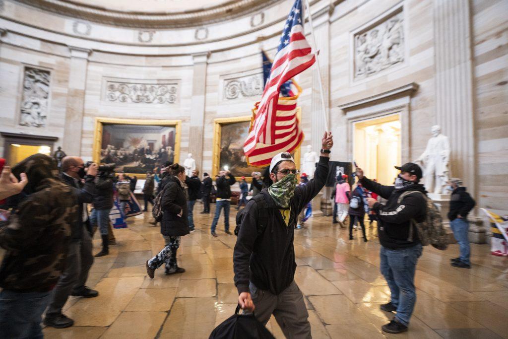 Budapost: Erste Reaktionen auf die Ausschreitungen im Kapitol