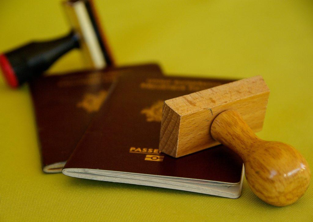 Acht Personen beschuldigt, ungarische Pässe für Ausländer gefälscht zu haben