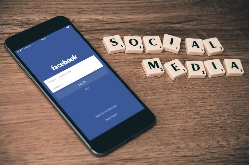 Budapost: Rechte fordert Regulierung sozialer Medien