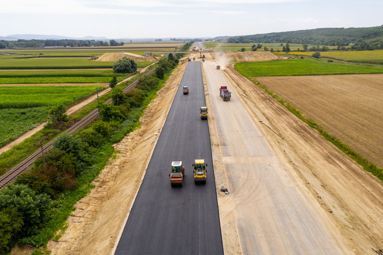Sechs neue Verkehrsverbindungen entstehen zwischen Ungarn und der Slowakei bis 2023