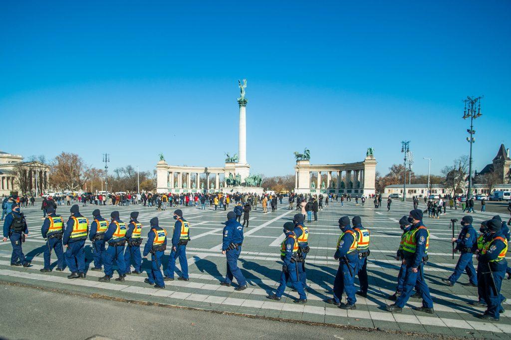 Organisatoren der Corona-Leugner-Demo müssen 4,5 Mio. HUF Geldstrafe zahlen