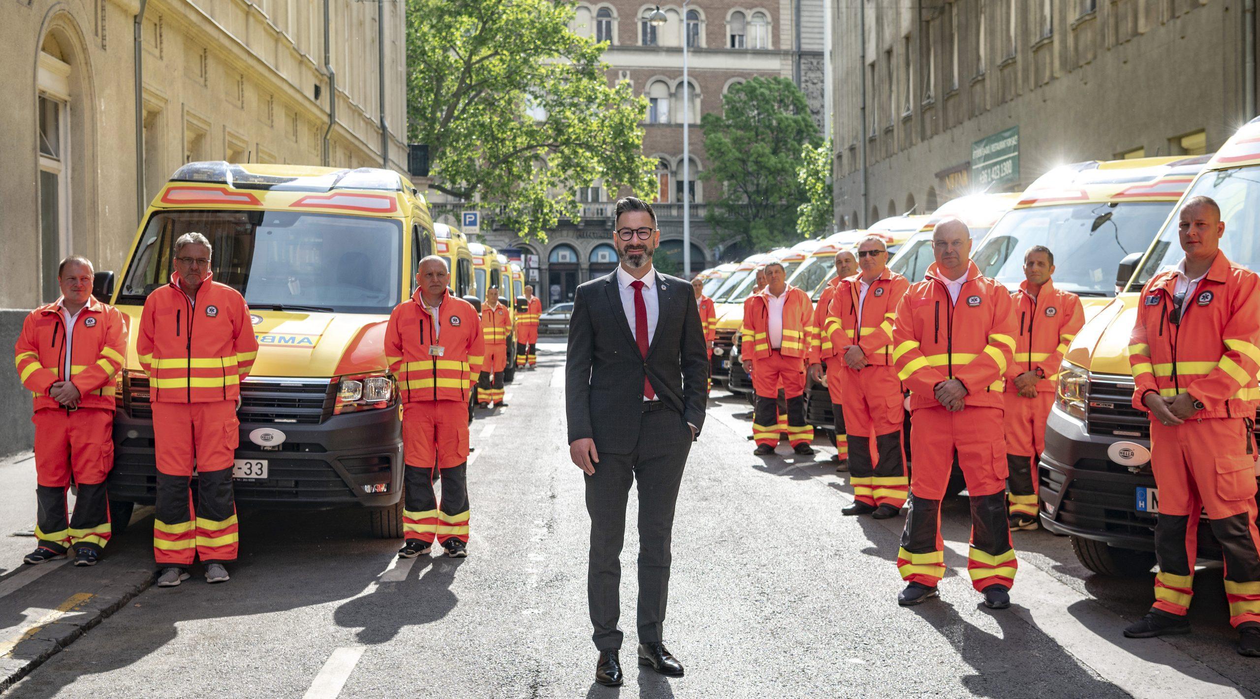 Der ungarische Rettungsdienst und die Bürgermeisterin eines Sackgassendorfes erhielten den