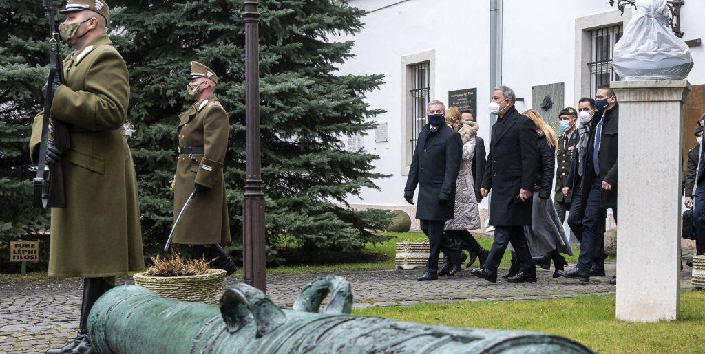 "Ungarns Verteidigungsminister: ""Türkei gebührt großer Dank"""