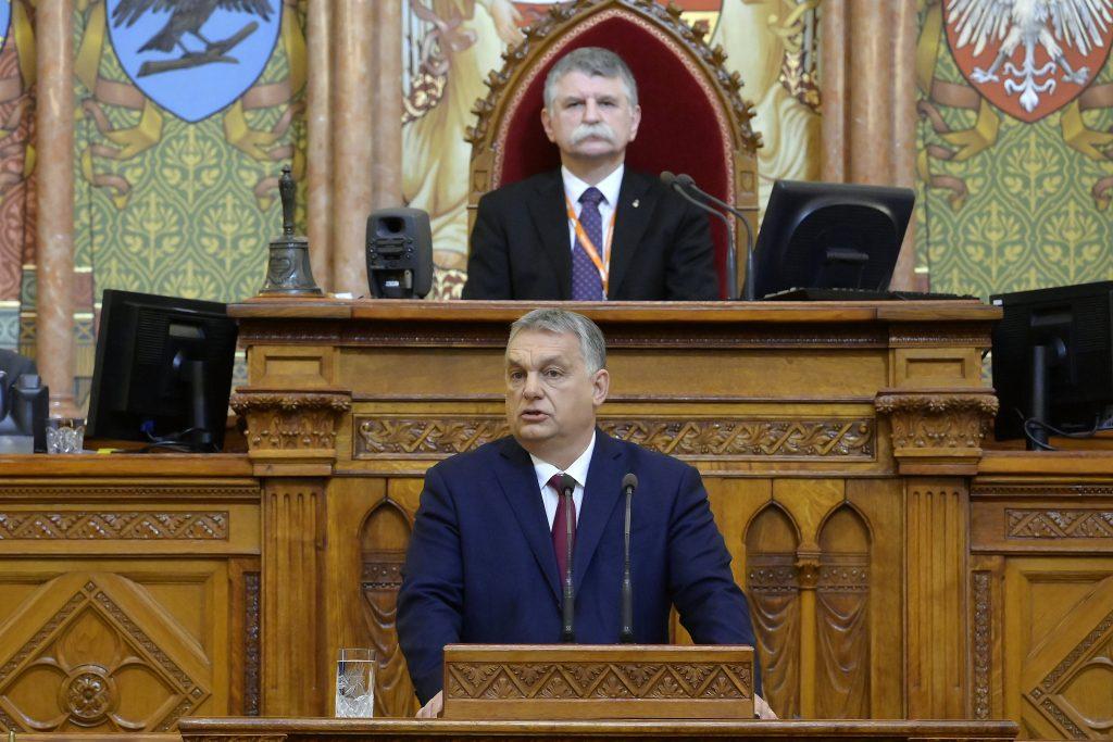 """Orbán im Parlament: """"Sobald genügend Impfstoffe vorhanden sind, werden wir die Beschränkungen schrittweise lockern"""""""