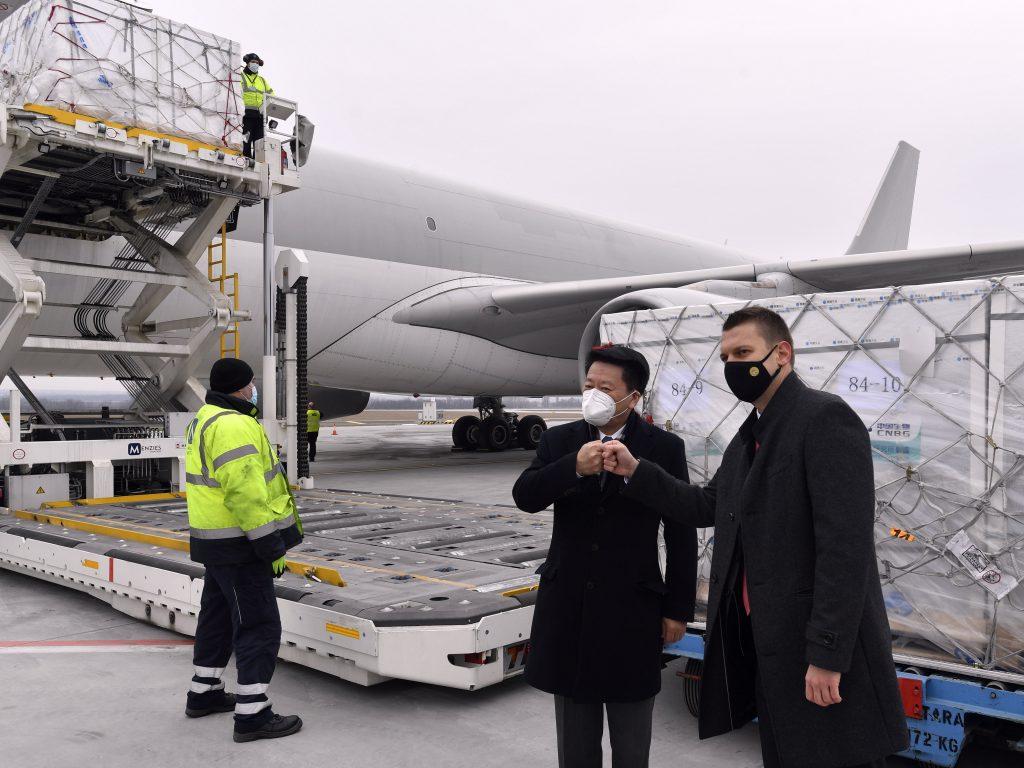 Sinopharm in Ungarn angekommen, wartet noch auf Zulassung