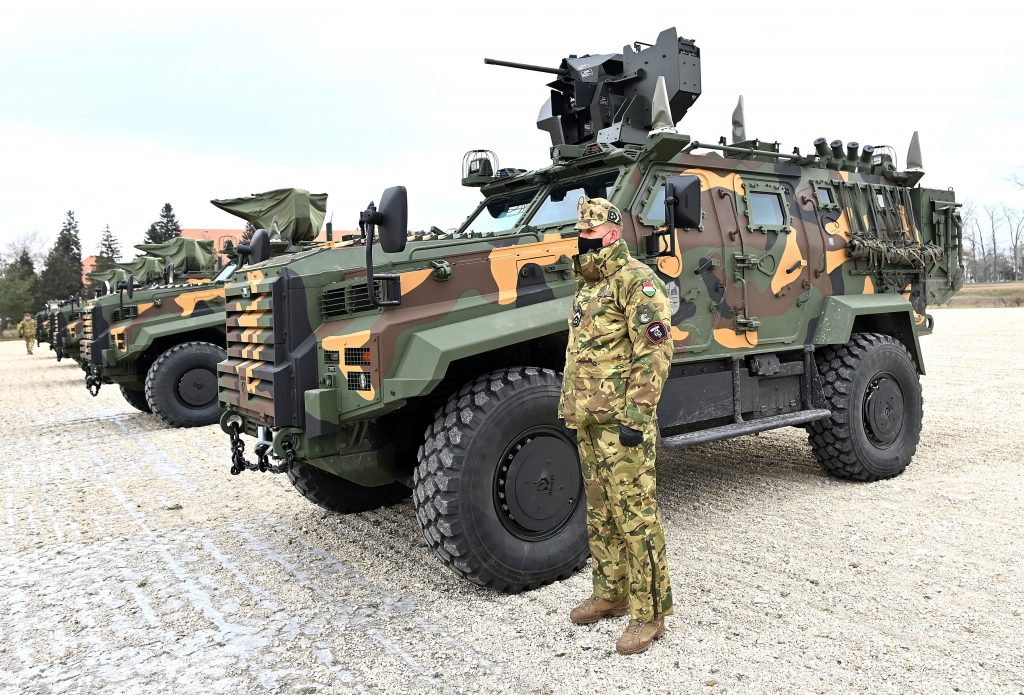 Die ersten zehn türkischen Panzer in Ungarn angekommen