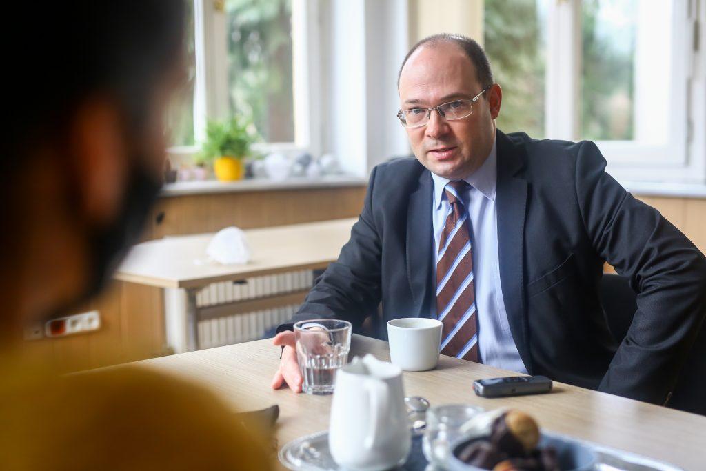 """""""Die ungarisch-deutsche Beziehung ist kein Schachspiel und ich würde auch nicht sagen, dass wir auf gegenüberliegenden Seiten stehen"""""""