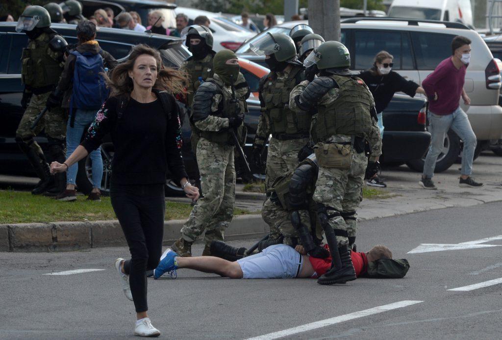 """Kommissar Várhelyi: """"Die Europäische Union steht weiterhin fest an der Seite des belarussischen Volkes"""""""