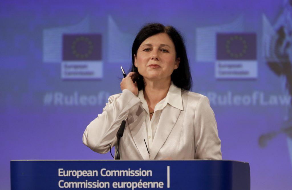 """Vizepräsidentin Jourova: """"Wir werden Ungarn und Polen trotz fehlendem Urteil des EuGH nicht verschonen"""""""