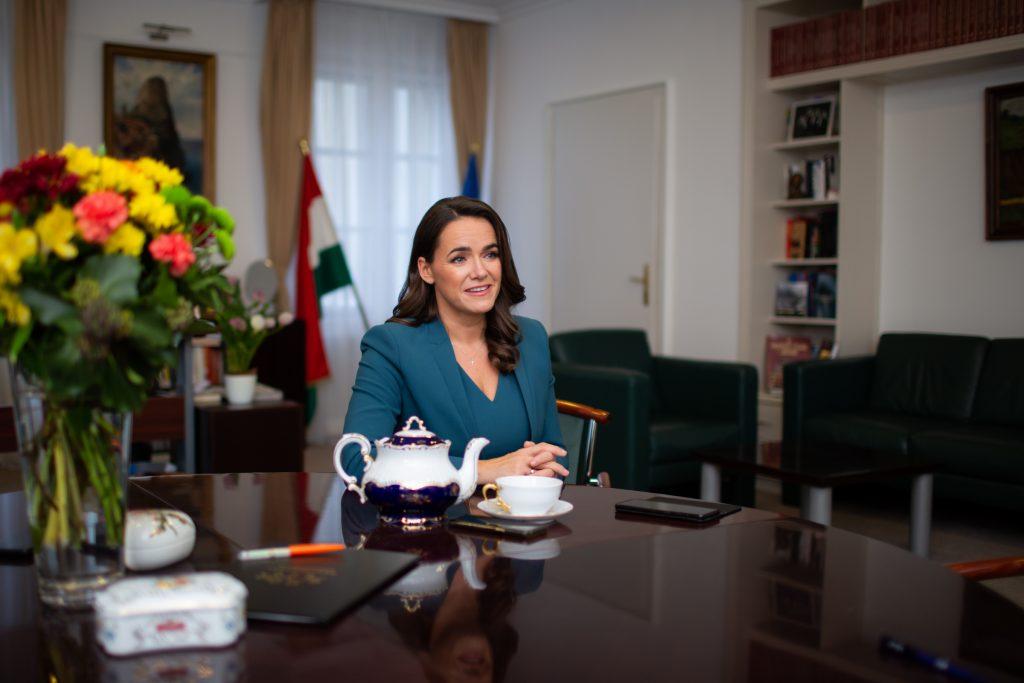 """Familienministerin Novák: """"Die ungarischen Menschen haben das Gefühl, dass es sich lohnt eine Familie in Ungarn zu gründen"""" – Interview!"""
