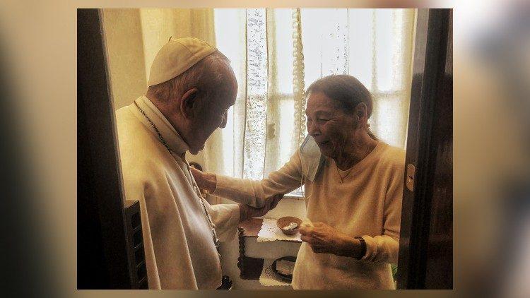 Papst Franziskus besucht ungarische Holocaust-Überlebende