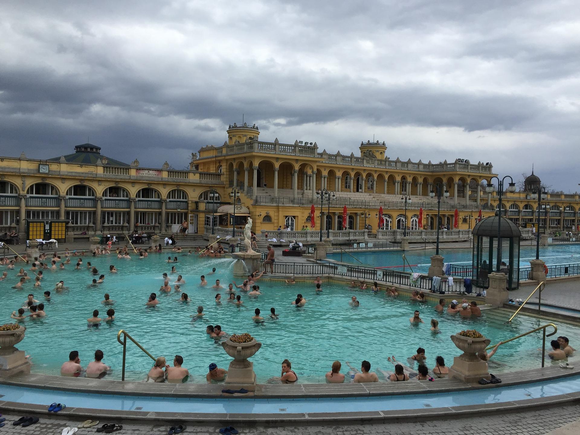 Ungarns Bäder und Hotels wollen trotz dritter Corona-Welle wieder öffnen