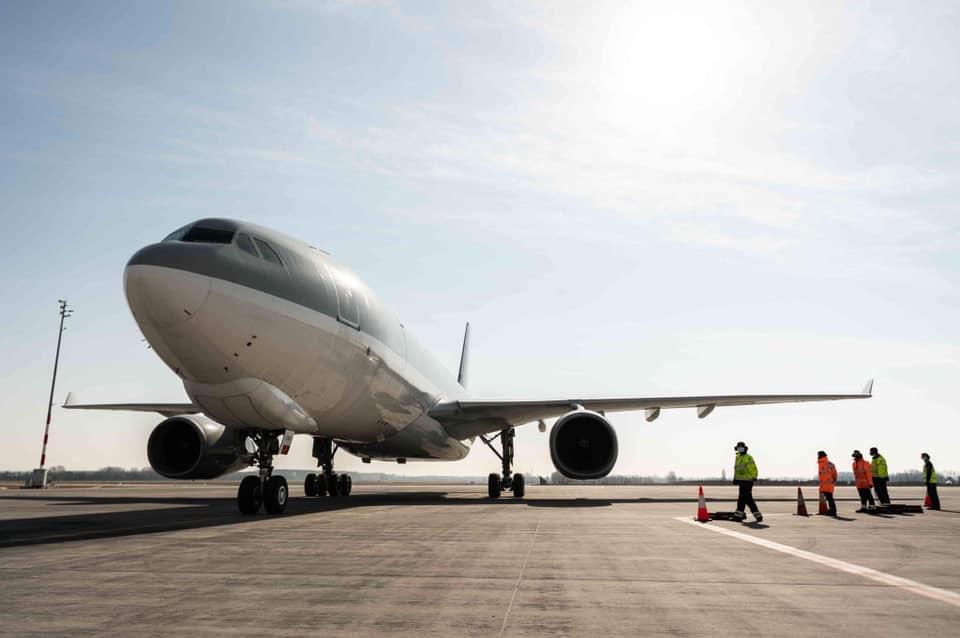 Sinopharm-Impfstoffe kommen in ungarischen Flugzeugen in Budapest an