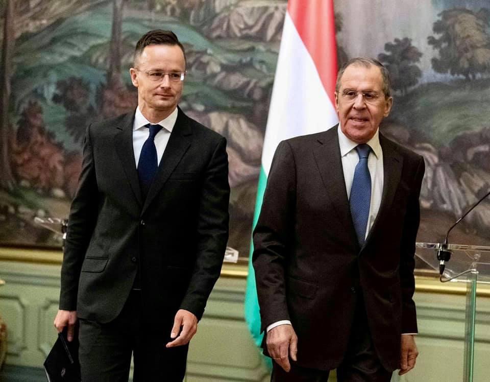 Außenminister Szijjártó führt Vereinbarungen mit russischem Amtskollegen