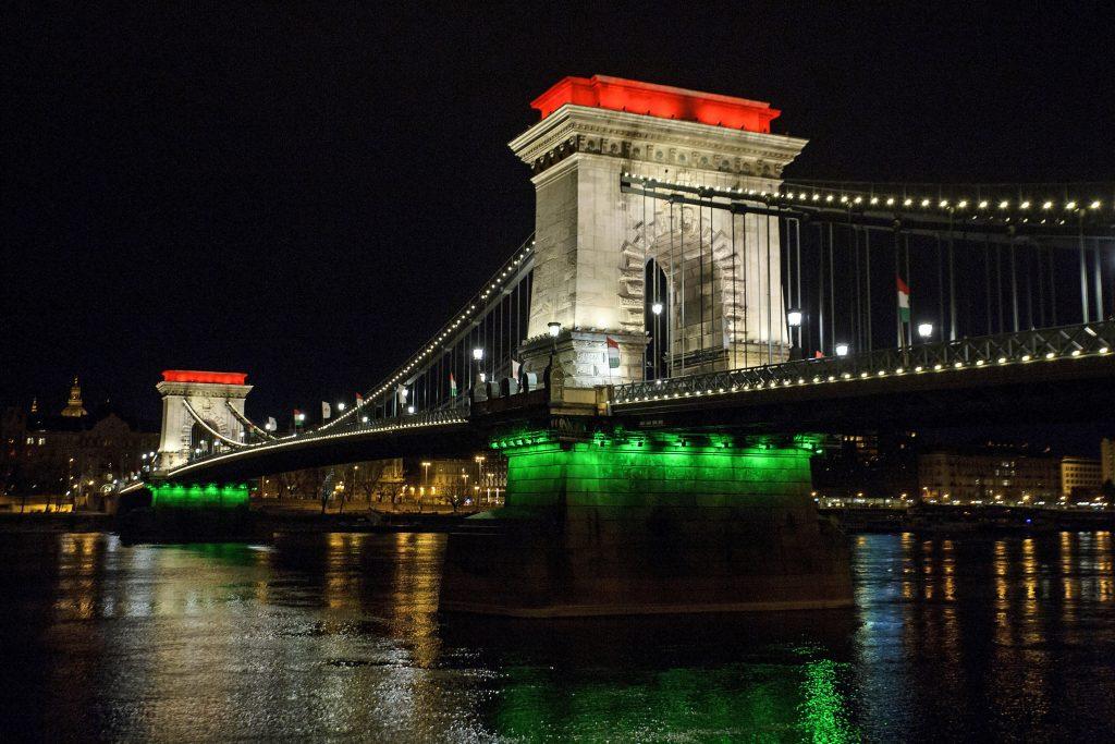 Führende ungarische Politiker teilten ihre Gedanken in Bezug auf den Nationalfeiertag mit