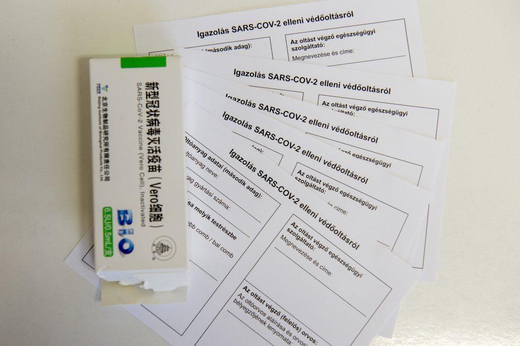 """""""Digitales Grünes Zertifikat"""": Was ist mit Ungarn, die mit chinesischen und russischen Impfstoffen geimpft wurden?"""