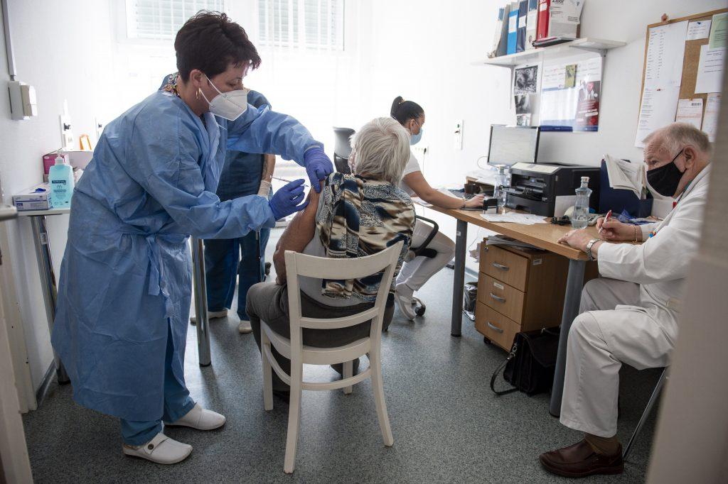 DK fordert eine unverzügliche Impfung für ältere Menschen