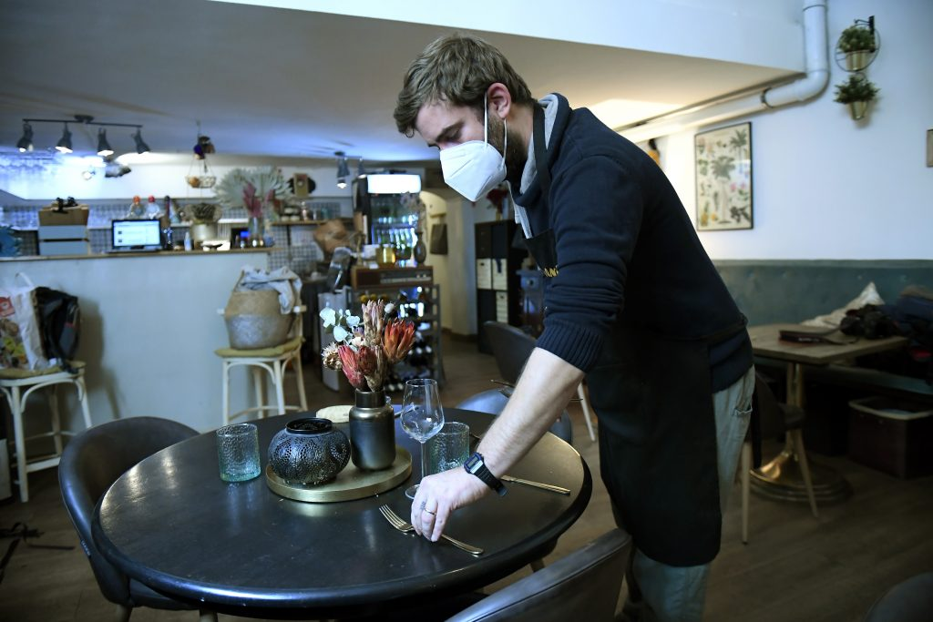 Hotel- und Gaststättenverband: Tourismusbranche kann sich nur zögernd nach Wiedereröffnung erholen