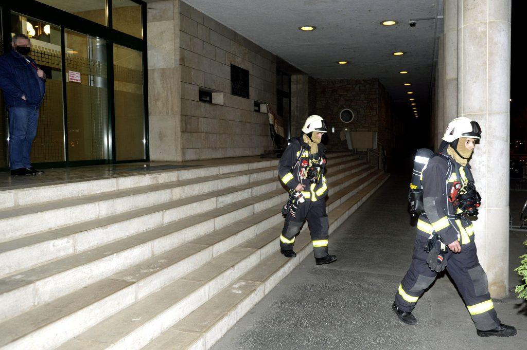 Rauchgranate im Bürogebäude der Nationalversammlung post's picture