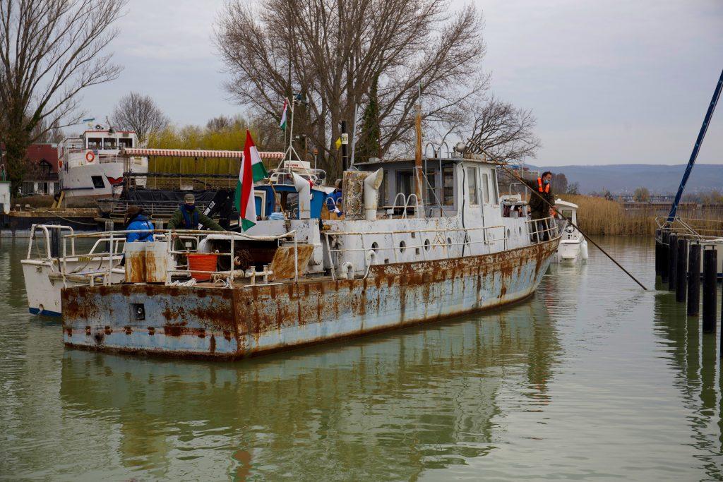 50 Jahre altes Fischerboot beim Plattensee renoviert