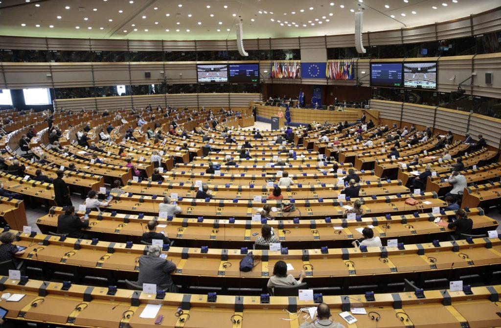 Budapost: Europäisches Parlament droht Kommission mit Klage