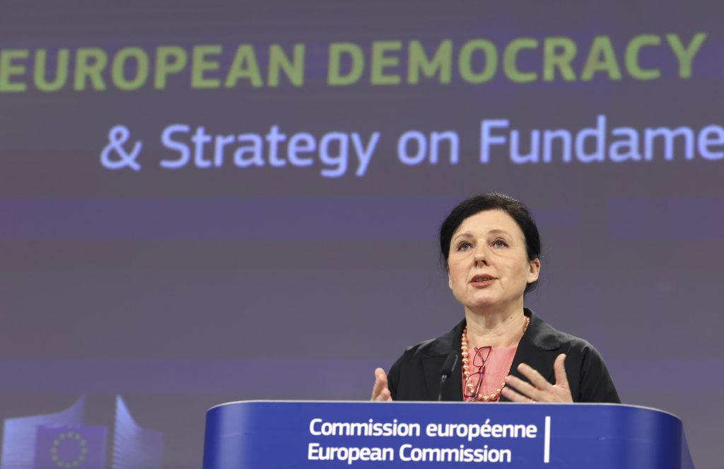"""Kanzleramtsminister Gulyás: """"Deutsche Medien sind nicht frei (…), Ungarn betrachtet Jourová als """"Persona non grata"""""""