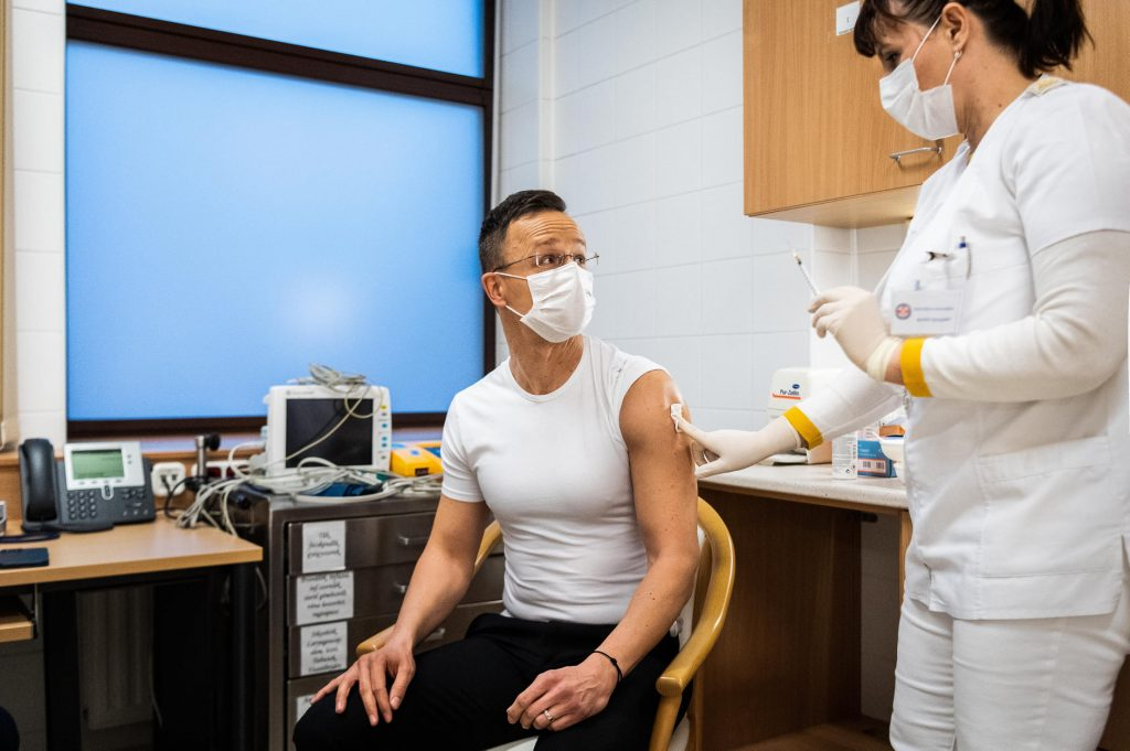 Corona-Impfung: Russisches Außenministerium postet ungarischen Außenminister auf Social-Media-Seite