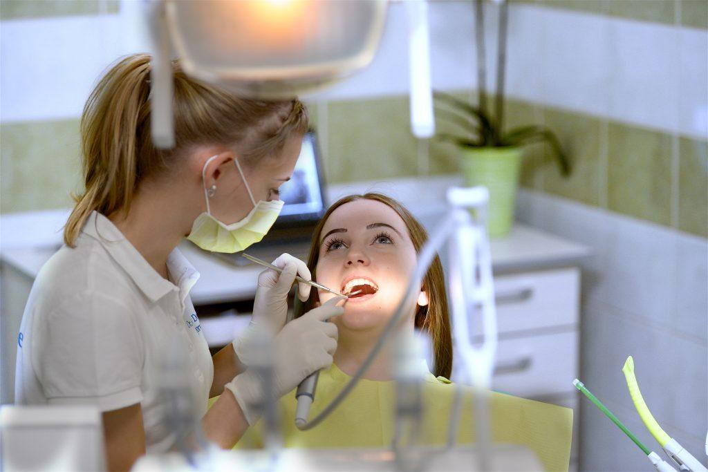 Während der Corona-Pandemie zum Zahnarzt? Ist es ratsam?